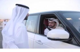 حمدان بن زايد يتفقد عددا من المشاريع في غياثي ويحضر زفاف مواطن