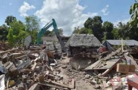 ارتفاع حصيلة زلزال إندونيسيا إلى 400 قتيل