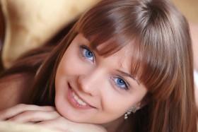 جراحة زرع قزحية لتغيير لون العيون.. هل هي آمنة؟