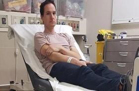يبتكر جهازاً يتسبب بنقله إلى المستشفى