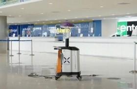مطار يستخدم روبوتا قاتلا للفيروسات