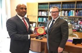 سفير الدولة يلتقي وزير الصناعات الدفاعية باستراليا