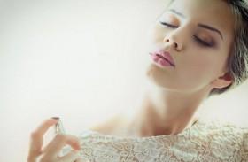 طريقة مبتكرة لإطالة رائحة عطرك