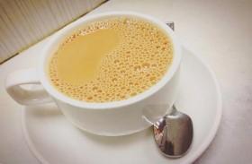 أدمنت شرب الشاي بالحليب.. وهذا ما حدث