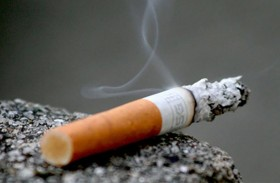 يقتل أباه من أجل سيجارة