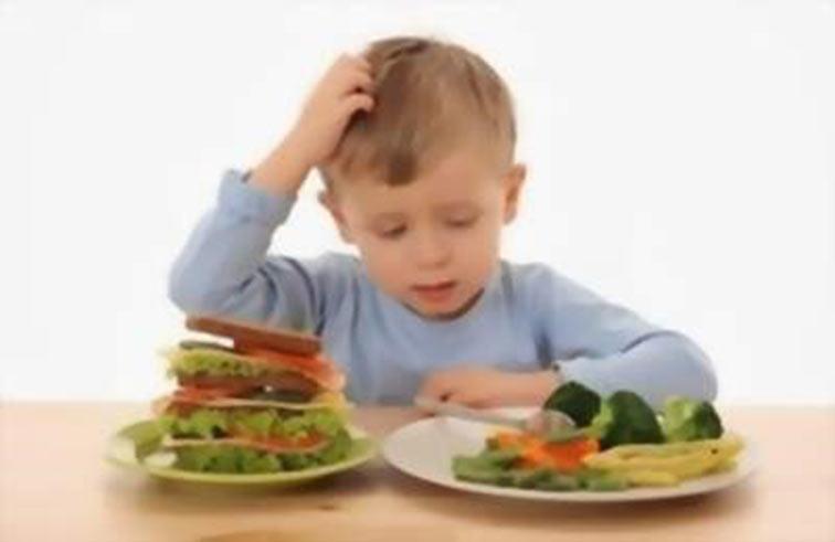 أضرار التغذية الخاطئة على الاطفال
