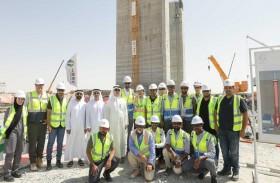 الطاير يطلع على سير الأعمال في مجمع محمد بن راشد للطاقة الشمسية