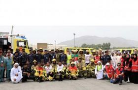 الدفاع المدني بالفجيرة ينفذ  تمريناً لحريق في المنطقة الحرة