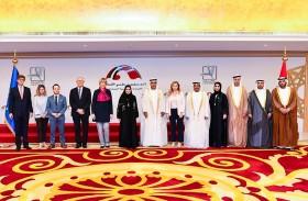 أمل القبيسي تبحث تعزيز التعاون مع الأمين العام لهيئة العمل الخارجي الأوروبي