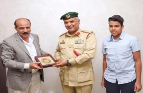 شرطة دبي تكرم أدهم غلاب تقديراً وتثميناً لدوره الرياضي
