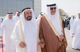حاكم الشارقة يستقبل سلطان بن سلمان بن عبدالعزيز ويفتتحان معرض صدى القوافل