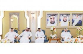 حاكم عجمان يستقبل مسؤولي وموظفي مستشفيات خليفة الطبية