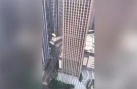 مغامر يقفز من ارتفاع 40 طابقاً