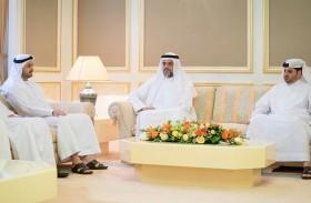 سلطان بن محمد القاسمي يستقبل لجنة انتخابات» الوطني الاتحادي»