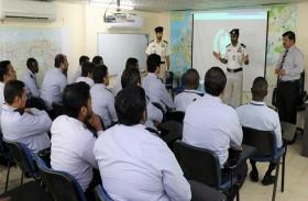 شرطة أبوظبي توعي سائقي «أجرة الإمارات» ببرنامج النقاط المرورية