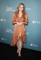 الممثلة ناتالي ساندي لدى وصولها لحضور العرض الأول لمسلسل «أمريكا الصغيرة» من Apple TV في هوليود، كاليفورنيا.أ ف ب