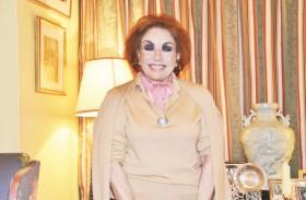 لبنى عبدالعزيز... تحكي أسراراً وتبوح بصور من مكتبتها الخاصة للمرة الأولى
