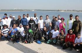 بلدية مدينة أبوظبي تنتشل 26 طنا من النفايات من قناة مصفح المائية بمشاركة 50 غواصا