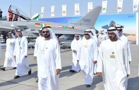 محمد بن راشد يزور عددا من أجنحة الدول المشاركة في معرض دبي للطيران