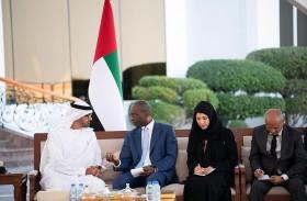 محمد بن زايد يبحث مع رئيس وزراء موزمبيق العلاقات بين البلدين وفرص تطويرها