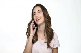 الهواتف الذكية تُصيب بشرتك بحب الشباب والبقع
