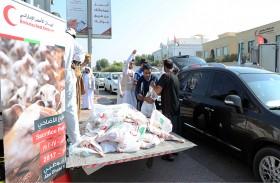 الهلال الأحمر يختتم توزيع الأضاحي على الأسر المستهدفة في الدولة