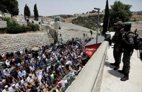 خلافات إسرائيلية حول التراجع عن البوابات الإلكترونية