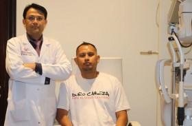 مستشفى رأس الخيمة يعيد البصر لمريض بعملية جراحية نادرة