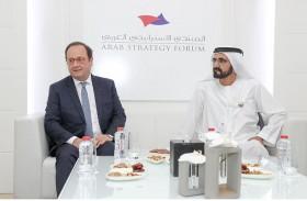 محمد بن راشد يستقبل فرانسوا هولاند على هامش المنتدى الاستراتيجي العربي