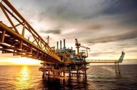 صعود النفط يدعم العملات المرتبطة بالسلع الأولية