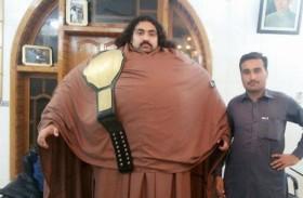 رجل عملاق يبحث عن زوجة ضخمة