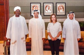 منصور بن زايد يستقبل اثنين من « صناع الأمل» في الوطن العربي