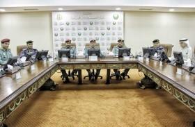 القيادة العليا لشرطة رأس الخيمة تناقش المعايير والمؤشرات الأمنية