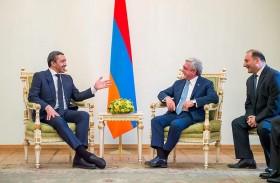 رئيس أرمينيا يستقبل عبدالله بن زايد
