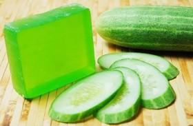 استخدمي صابونة الخيار لتجدد بشرتكِ