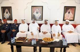 محمد البواردي يقدم واجب العزاء لذوي شهداء الإمارات