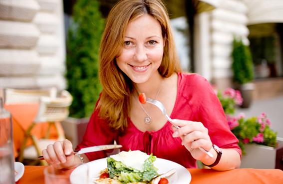 الالتزام بمواعيد الوجبات الغذائية يساعد على الرجيم