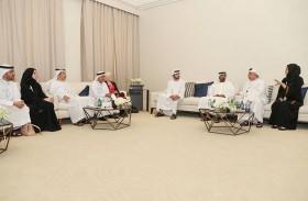 ولي عهد دبي يستقبل أعضاء لجنة تحكيم جائزة حمدان بن محمد لإدارة المشاريع