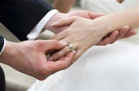 تجبر زوجها على الزواج بصديقتها ثم تقاضيه