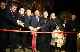 سفير الدولة في لبنان يفتتح كنيسة السيدة في عمشيت ويضيء شجرة الميلاد