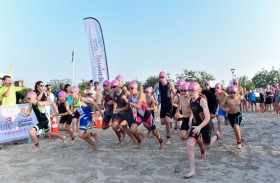 بلدية مدينة أبوظبي وشركاؤها ينظمون بطولة «أكواثلون» للأطفال في شاطئ البطين