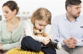كيف يؤثر طلاق الوالدين على صحة الأطفال؟