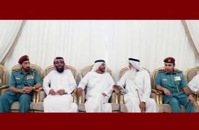سرور بن محمد يقدم واجب العزاء لذوي الشهيدين ناصر الكعبي وسعيد المنصوري