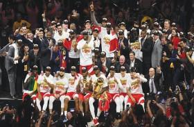 كندا تحصد لقبها الأول في دوري السلة الأمريكي