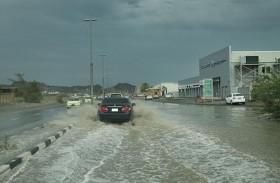 تواصل هطول أمطار الخير على مناطق الفجيرة