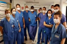 أطباء يطالبون بإلزامية وضع الكمامة