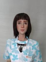الروبوت جريس ، الذي طورته شركة Hanson Robotics وصمم للرعاية الصحية وإراحة كبار السن والمعزولين، وخاصة أولئك الذين يعانون من جائحة فيروس كورونا، شوهد الروبوت في مختبر الشركة في هونغ كونغ، الصين. رويترز