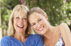 المرأة تكتسب طباع والدتها في هذا السن