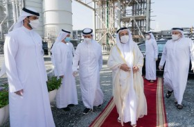 حاكم الشارقة يتفقد مشروع إنتاج الكهرباء في محطة الحمرية