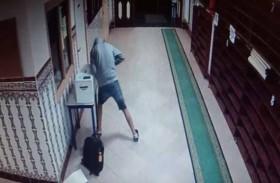 يسرق أموال الزكاة من المساجد